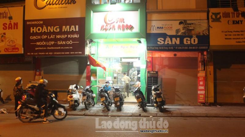Phòng chống dịch Covid-19, nhiều quán ăn trên địa bàn quận Hai Bà Trưng vẫn sáng đèn