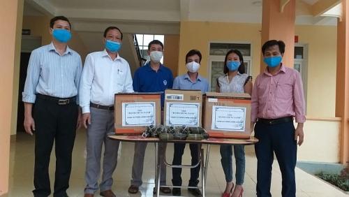 Gần 200 chiếc bánh chưng được gửi tới các công dân khu cách ly huyện Vũ Quang