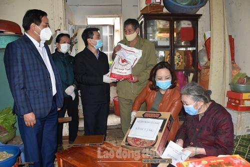 Quận Hoàn Kiếm hỗ trợ những trường hợp khó khăn phòng chống dịch Covid -19