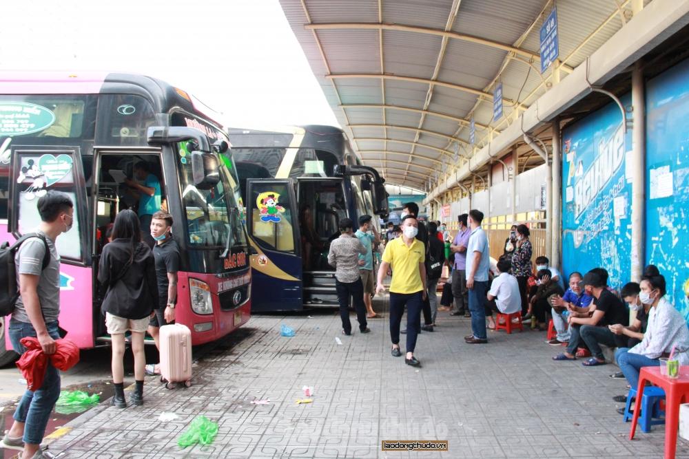 Bến xe Mỹ Đình thông thoáng, hành khách tuân thủ quy định phòng dịch Covid-19