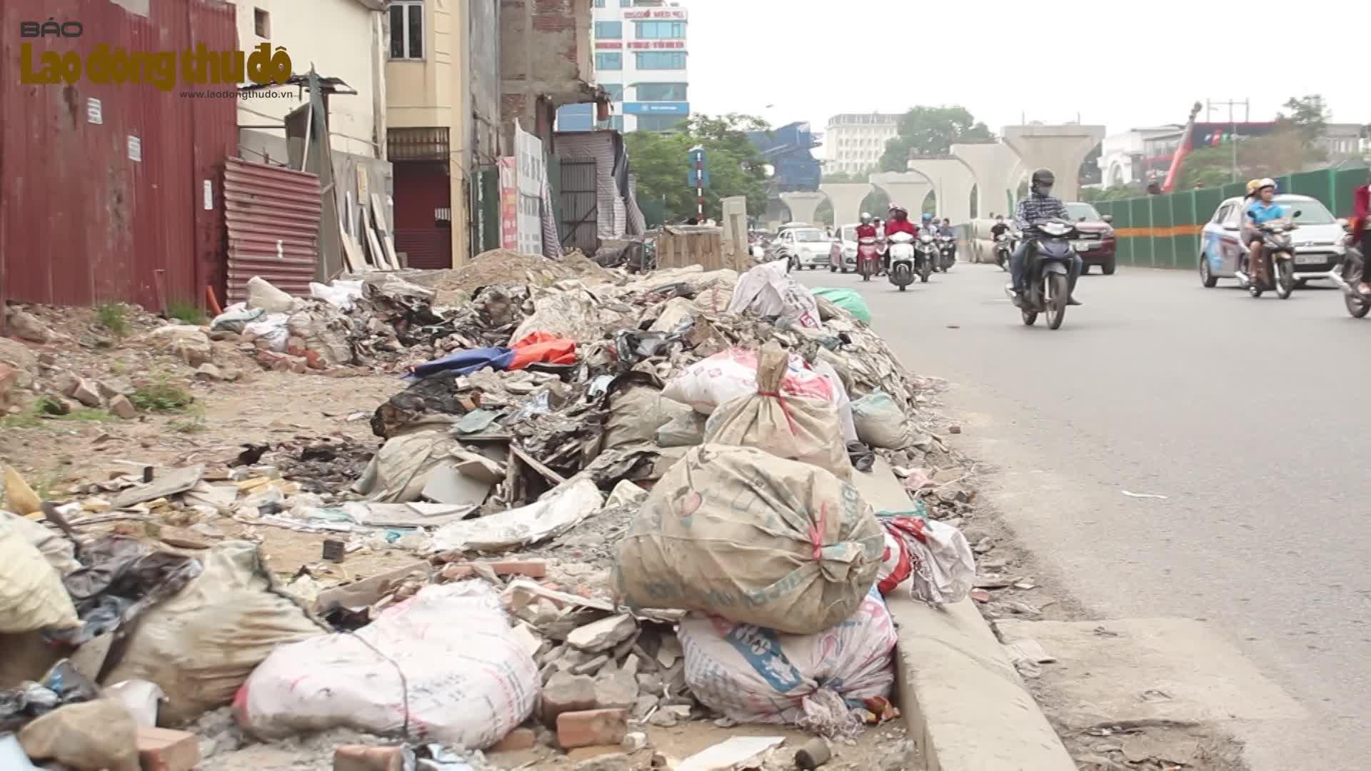 Người dân khốn khổ vì rác thải vây kín dự án vành đai 2