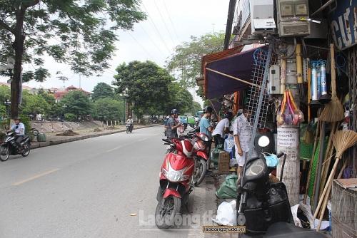 Muôn kiểu lấn chiếm tại phố Tam Trinh