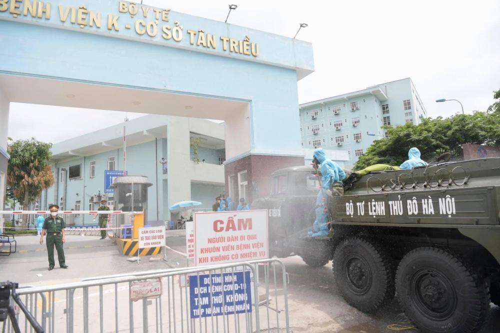 Khử khuẩn Bệnh viện K cơ sở Tân Triều sau khi ghi nhận 10 ca mắc Covid-19