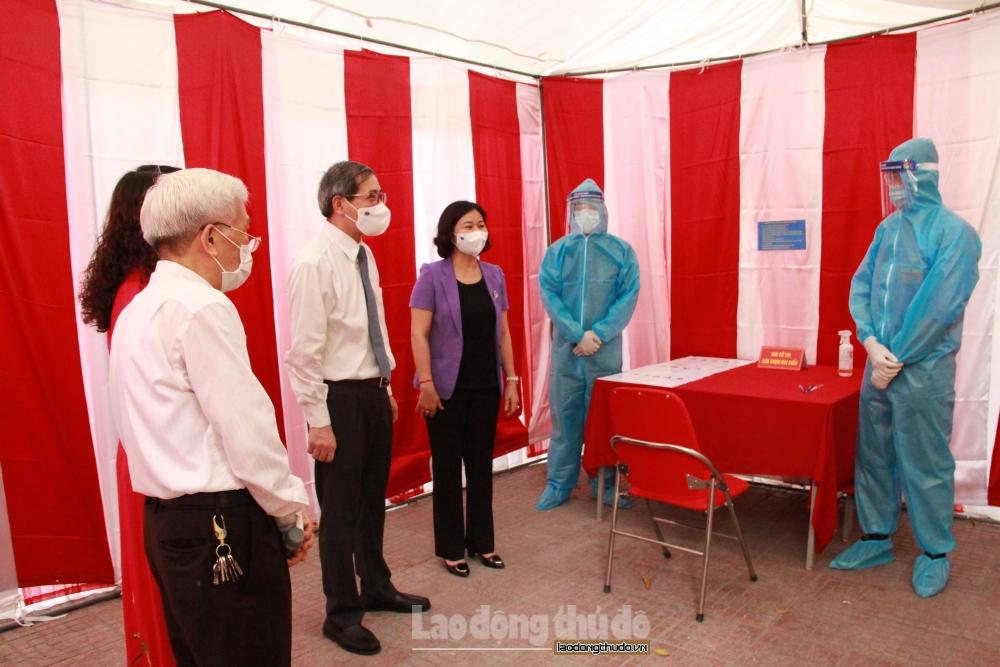 Phó Bí thư Thường trực Thành ủy Hà Nội Nguyễn Thị Tuyến kiểm tra công tác bầu cử tại quận Ba Đình