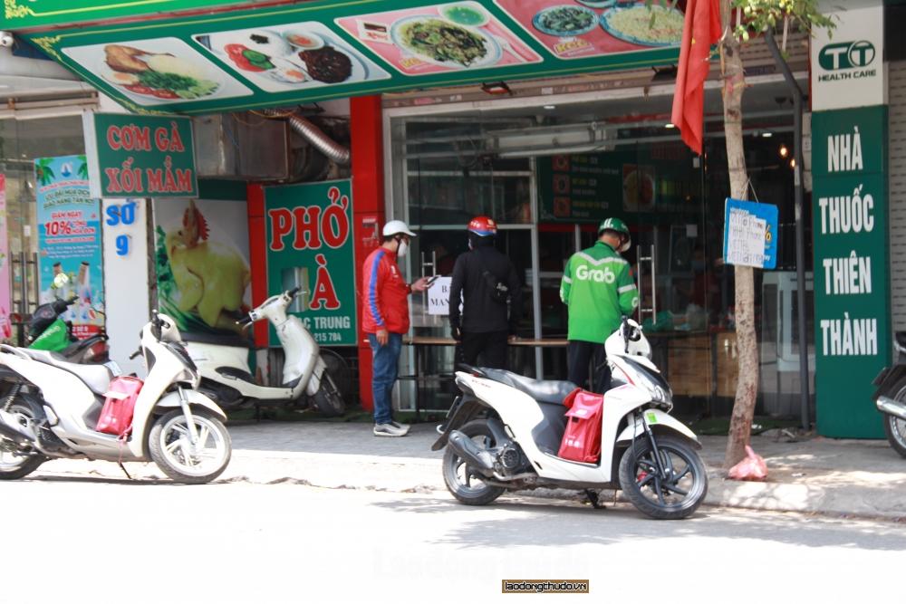 Hà Nội: Hàng ăn tuân thủ nghiêm việc tạm dừng kinh doanh tại chỗ
