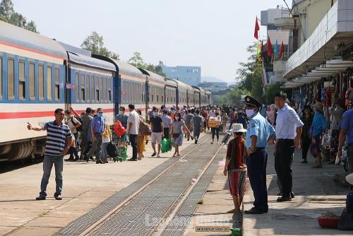"""Đường sắt Sài Gòn tung """"4.600 vé giảm giá 50%"""" kích cầu du lịch hè"""
