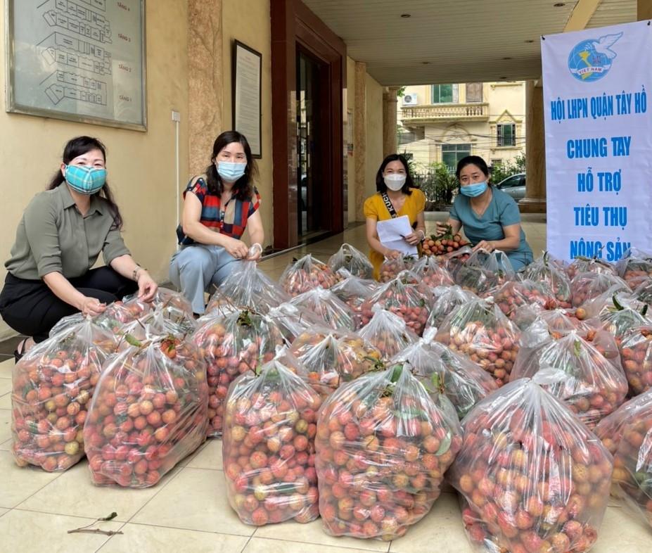 Chung tay hỗ trợ tiêu thụ nông sản cho nông dân