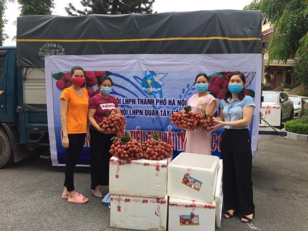 Hội Liên hiệp phụ nữ quận Tây Hồ hỗ trợ tiêu thụ vải thiều cho nông dân Bắc Giang
