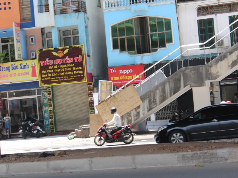 rac thai an ngu cac loi len nha cho tuyen duong sat cat linh ha dong