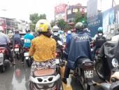 Thói quen xấu khi tham gia giao thông trong ngày mưa