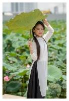 Á quân Fashion Week 4 Lite Star 2019 duyên dáng bên hoa sen