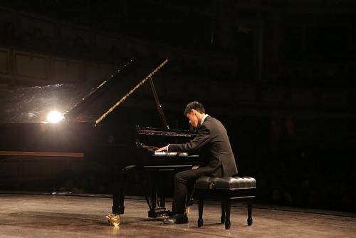 Câu chuyện đặc biệt của cậu bé tự kỷ với cây đàn Piano