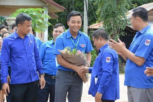 Ngày làm việc đầu tiên của đoàn tình nguyện tuổi trẻ Thủ đô tại Viêng Chăn - Lào