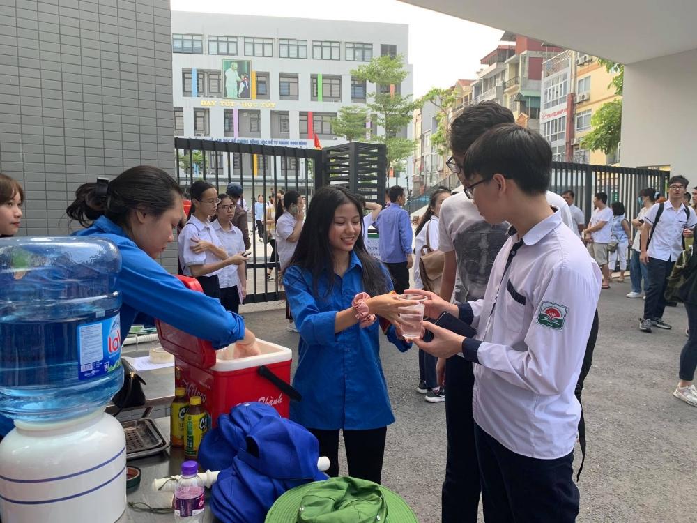 Thanh niên tình nguyện khởi động ra quân tiếp sức mùa thi