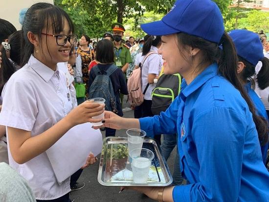 Những hình ảnh đẹp của thanh niên tình nguyện Thủ đô trong ngày đầu tiếp sức mùa thi