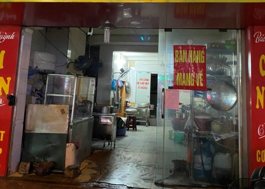 Hàng ăn, quán cà phê tuân thủ nghiêm quy định chỉ bán hàng mang về