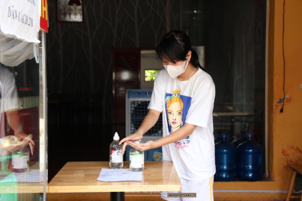 Đa số hộ kinh doanh dịch vụ ăn uống ủng hộ quy định của Thành phố về phòng, chống dịch