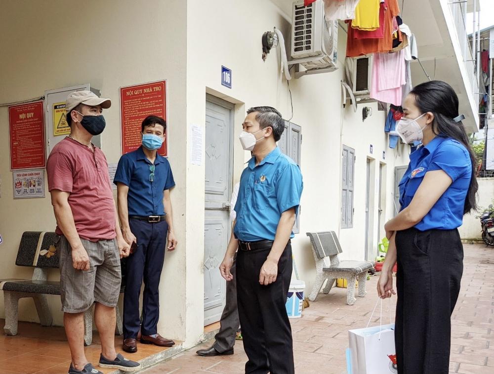 Tập trung cao độ phòng, chống dịch và chăm lo đời sống cho người lao động