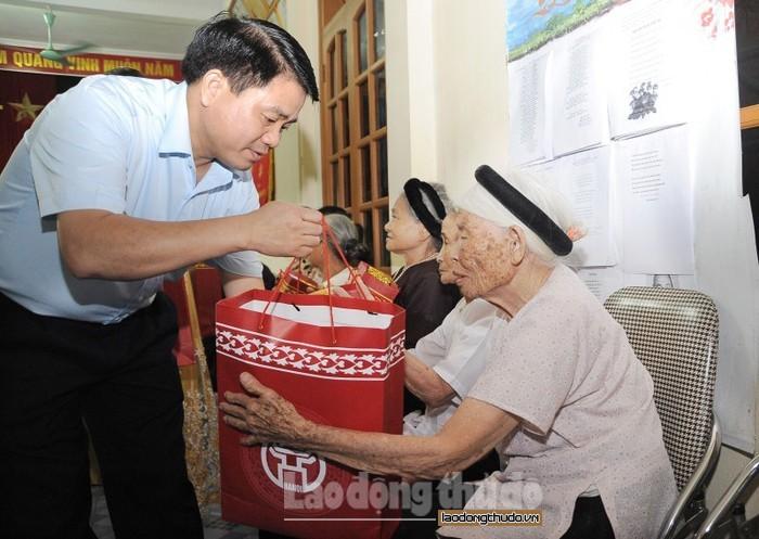 Hà Nội dành gần 4,8 tỷ đồng tặng quà đối tượng chính sách dịp Quốc khánh 2/9