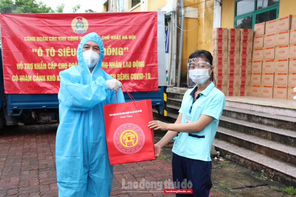 """Những """"Chuyến xe siêu thị 0 đồng"""" tiếp tục trao hỗ trợ khẩn cấp cho công nhân lao động"""