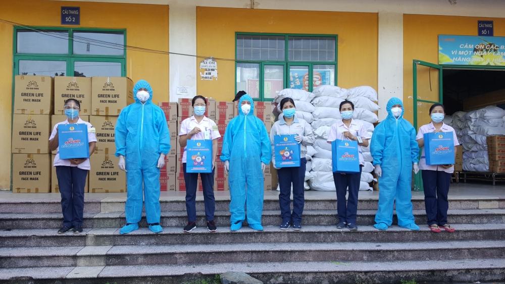 Tiếp tục trao hỗ trợ khẩn cấp cho 2.000 đoàn viên, công nhân lao động khó khăn