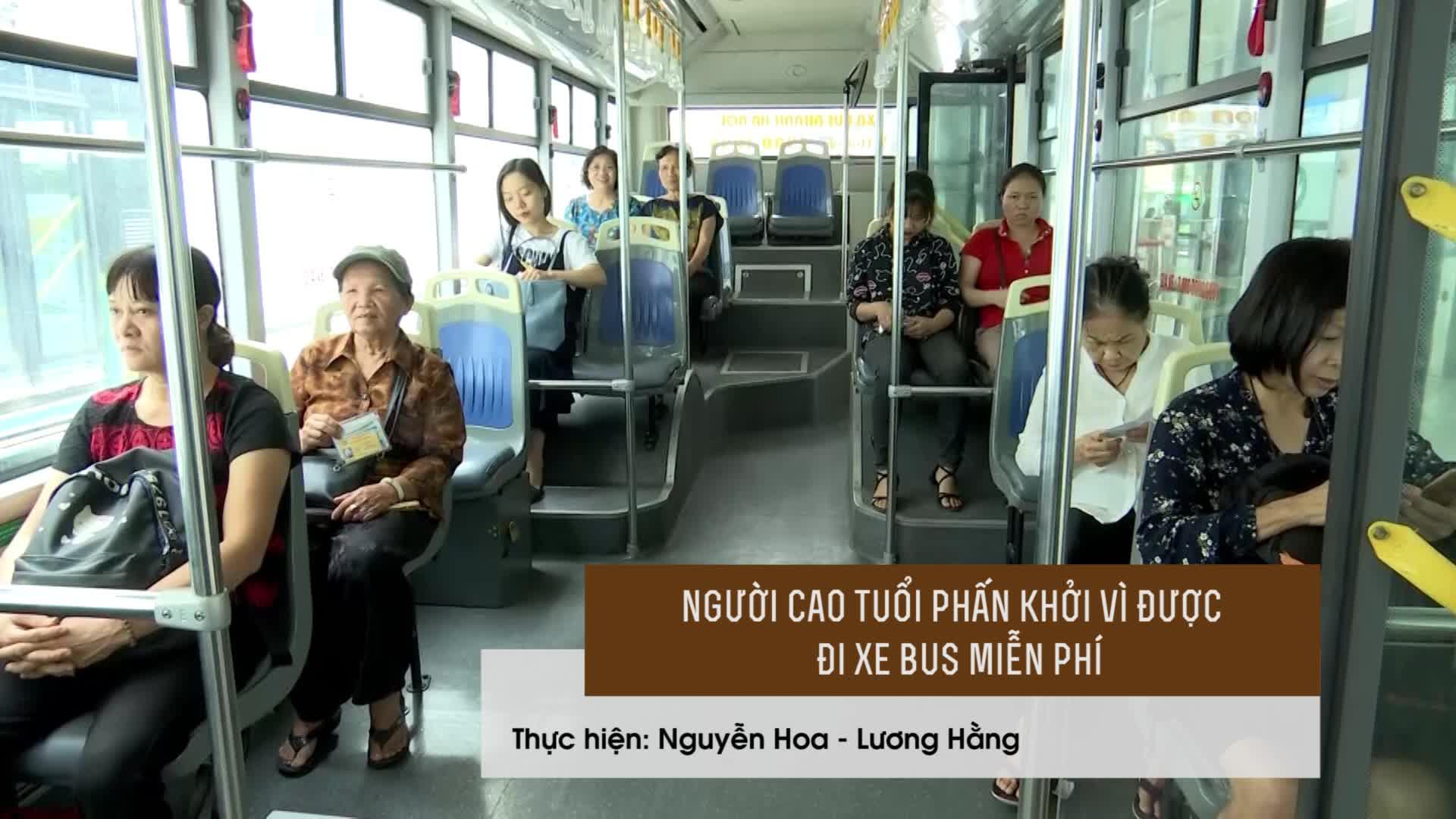 Người dân Hà Nội phấn khởi vì được cấp thẻ đi xe bus miễn phí