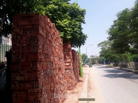 Dân ngõ 553 đường Giải Phóng bức xúc vì vỉa hè bị lấn chiếm nghiêm trọng