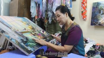 Người họa sĩ 40 năm gắn bó với nghề ghép vải thành tranh