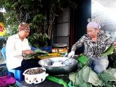 Về Văn Giang thưởng thức đặc sản bánh răng bừa