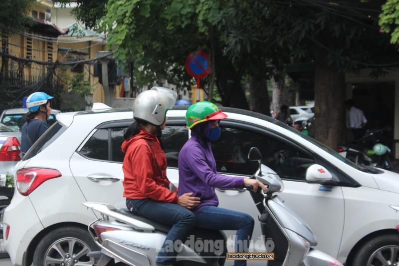 Người Hà Nội tận hưởng không khí lạnh đầu mùa