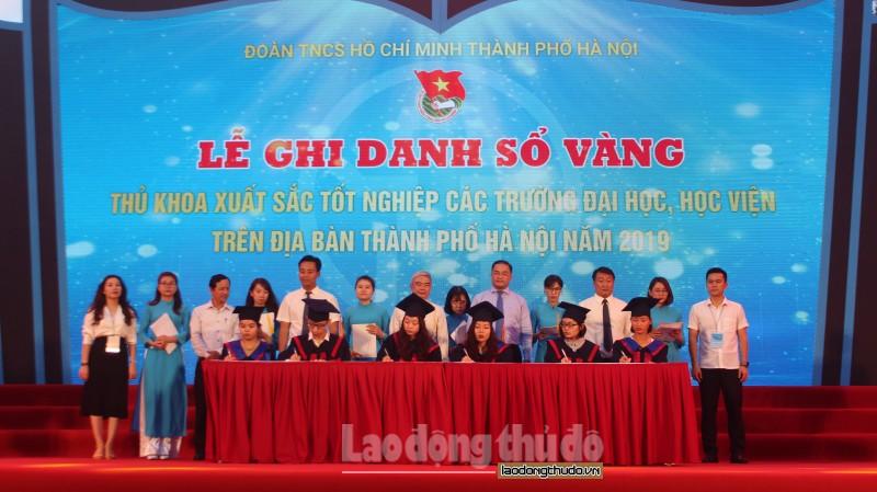 Hà Nội tổ chức lễ ghi danh Sổ vàng cho các thủ khoa xuất sắc
