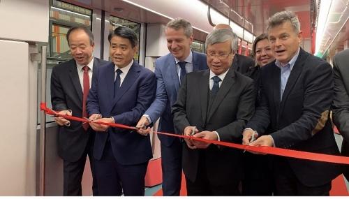 Ra mắt đoàn tàu đầu tiên tuyến metro Nhổn – ga Hà Nội tại Pháp