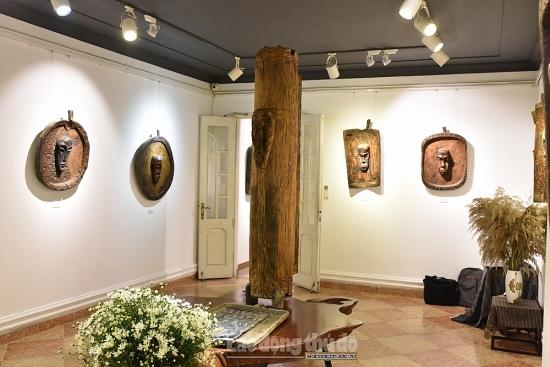 """Hơn 70 tác phẩm phù điêu được trưng bày tại triển lãm """"Không nghĩ"""""""