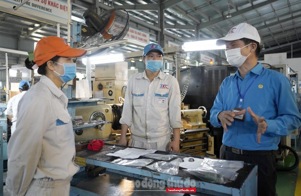 Kịp thời hỗ trợ, động viên người lao động yên tâm trở lại sản xuất