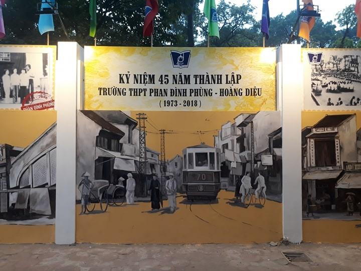 cong truong thpt phan dinh phung thay ao moi voi 28 buc tranh tuong