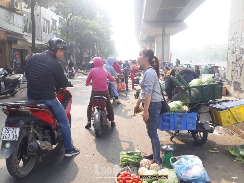 Quận Đống Đa: Chợ cóc lấn chiếm phố Cầu Mới