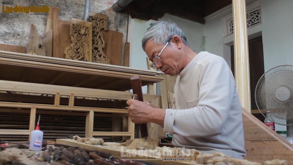 Nghệ nhân hơn 50 năm gắn bó với nghề mộc truyền thống
