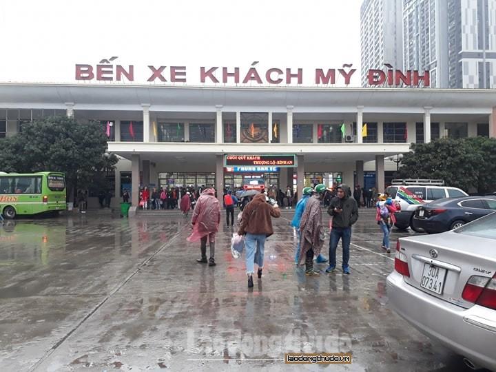 Sinh viên bất chấp mưa rét về quê đón Tết dương lịch cùng gia đình