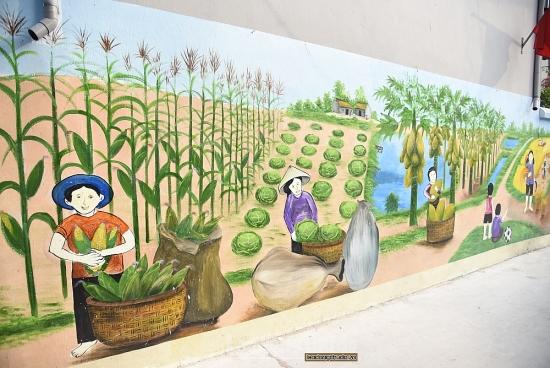 Ngắm cuộc sống bình yên qua con đường bích họa tại xã Tự Lập