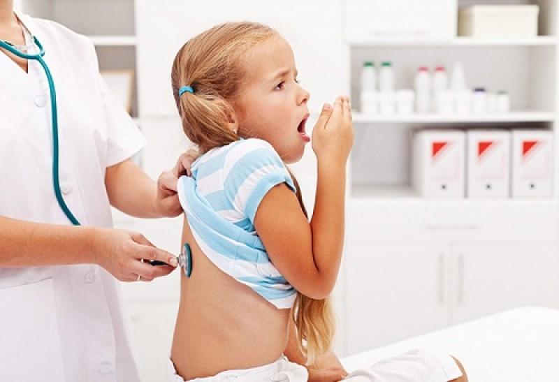 Đề phòng viêm tiểu phế quản cho trẻ khi giao mùa