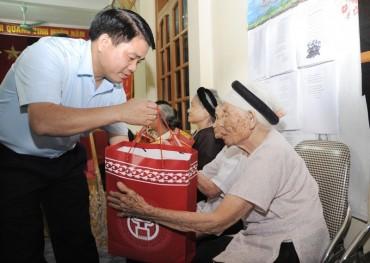 Hà Nội tặng quà Tết cho hơn 800.000 đối tượng chính sách