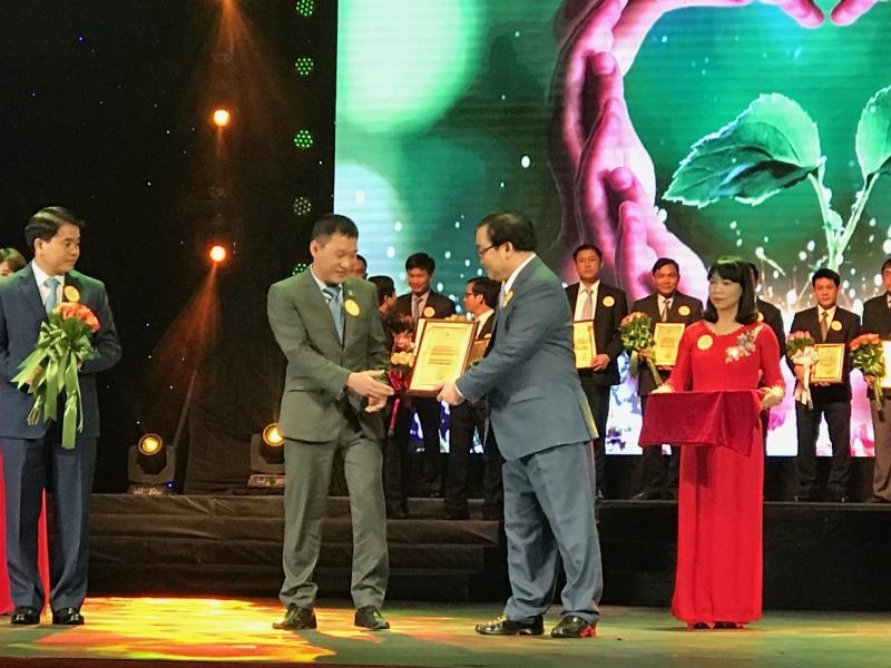 Tân Hoàng Minh ủng hộ 11.000 chiếc ghế cho nhà văn hóa các địa phương