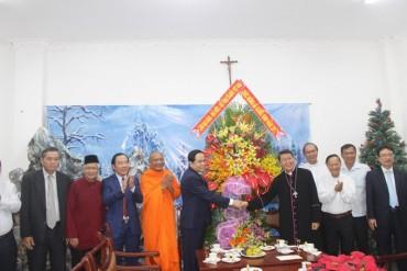 Chủ tịch MTTQ Việt Nam chúc mừng Giáng sinh tại TPHCM và Tiền Giang