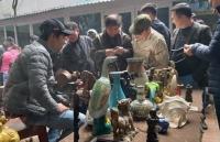 Độc đáo phiên chợ đồ xưa giữa lòng Hà Nội