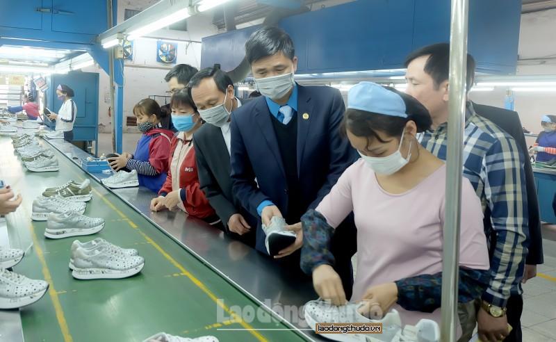 Lãnh đạo Tổng LĐLĐ Việt Nam nắm bắt tình hình phòng, chống dịch virus Corona tại cơ sở
