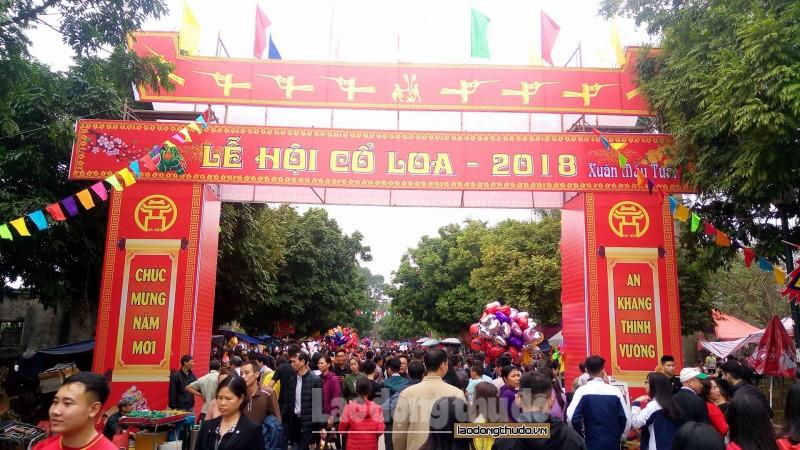 Hàng vạn du khách về dự lễ hội Cổ Loa