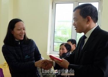 Phó Chủ tịch Thường trực LĐLĐ Thành phố nắm bắt tình hình CNVCLĐ sau Tết tại quận Bắc Từ Liêm