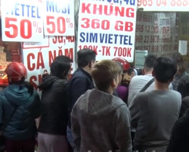 Người dân đổ xô đi mua thẻ cào khuyến mại 50% lần cuối