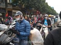 Người dân ùn ùn đổ về Thủ đô sau kỳ nghỉ Tết