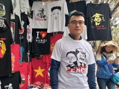 Cửa hàng bán áo in hình Donald Trump - Kim Jong Un để làm từ thiện